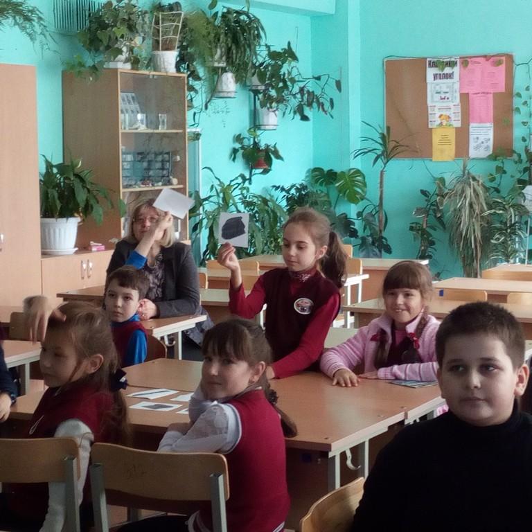uchashchiesya-6a-klassa-proveli-viktorinu-dlya-mladshikh-shkolnikov-2a-klassa-urok-zdorovogo-obraza-zhizni