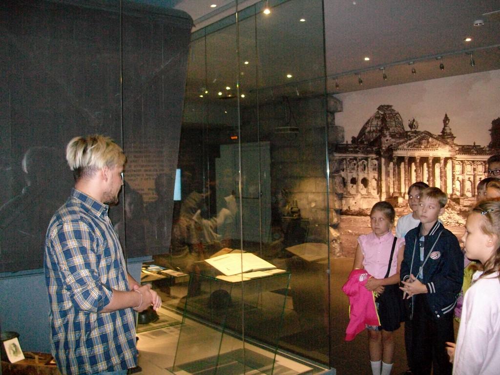 5-a-klass-pobyval-na-ekskursii-kveste-v-voenno-istoricheskom-muzee-v-kremle