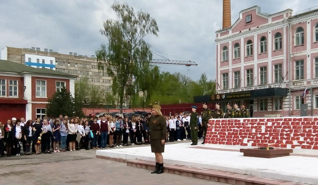 uchashchiesya-7-9-klassov-prinyali-uchastie-v-torzhestvennom-mitinge-posvyashchennom-pobede-v-velikoj-otechestvennoj-vojne