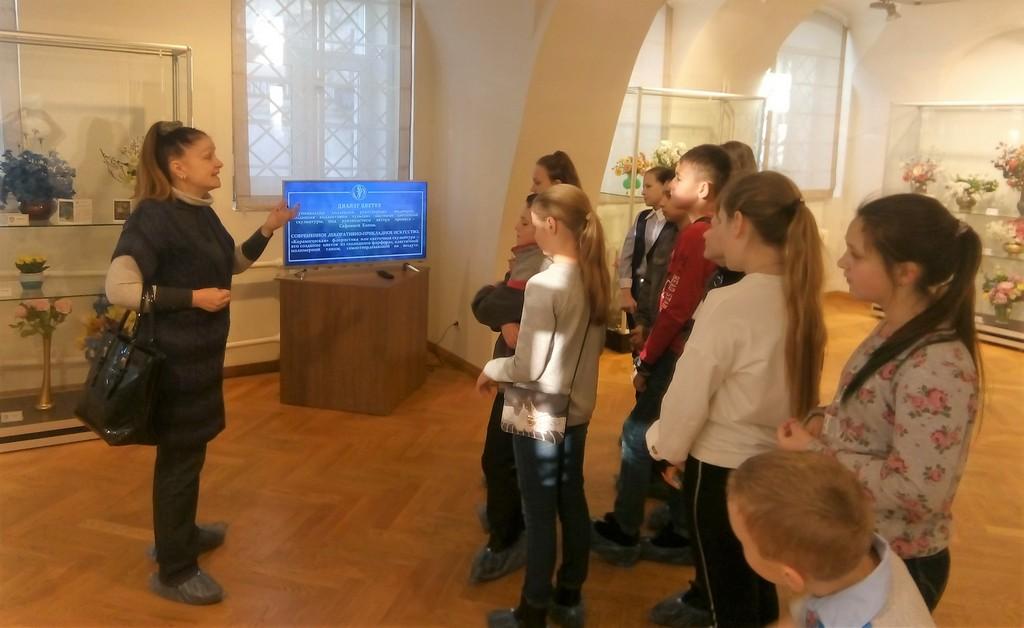 5-v-klassa-na-vystavke-dialog-tsvetov