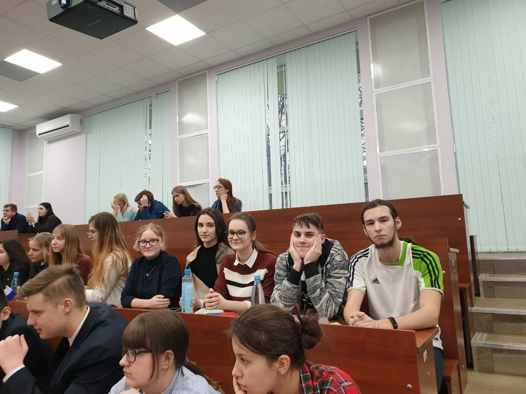 17-dekabrya-komanda-uchashchikhsya-10a-klassa-tsentra-obrazovaniya-prinyala-uchastie-v-munitsipalnoj-yuridicheskoj-viktorine-ya-grazhdanin-organizovannoj-tulskim-regionalnym-otdeleniem-molodoj-gvardii