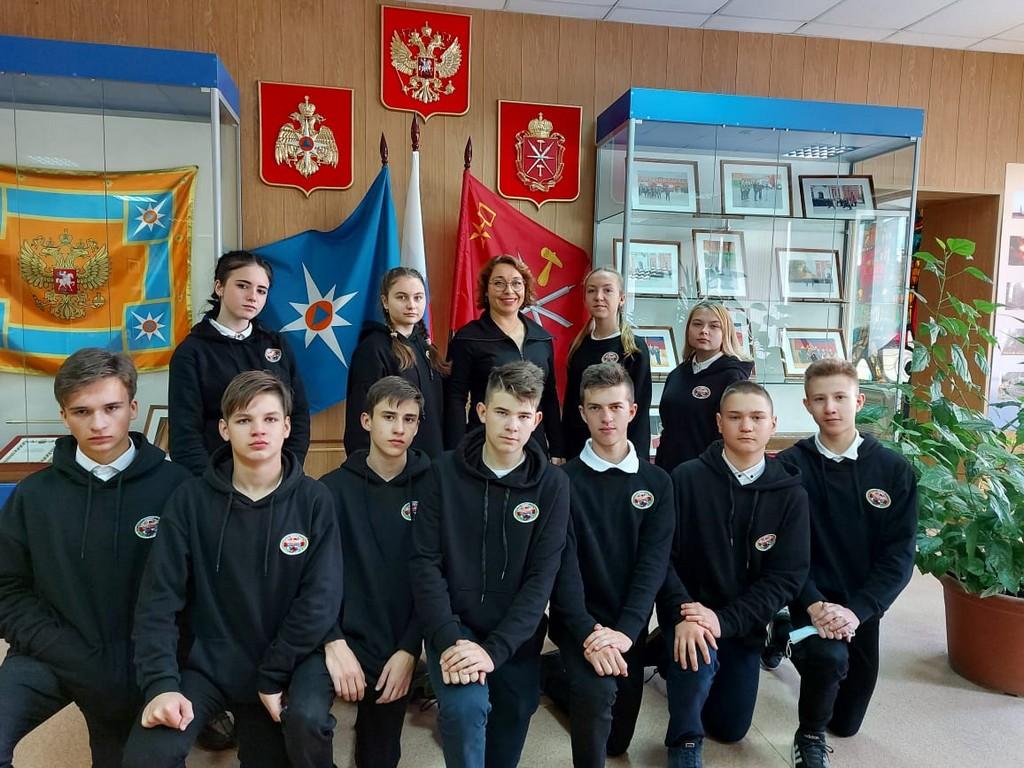 uchashchiesya-9a-klassa-posetili-meropriyatie-posvyashchennoe-30-letiyu-sozdaniya-sluzhby-mchs