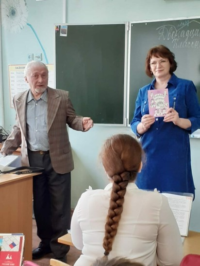 vstrecha-uchenikov-6-b-klassa-s-pisatelem-boris-konstantinovich-rogankova