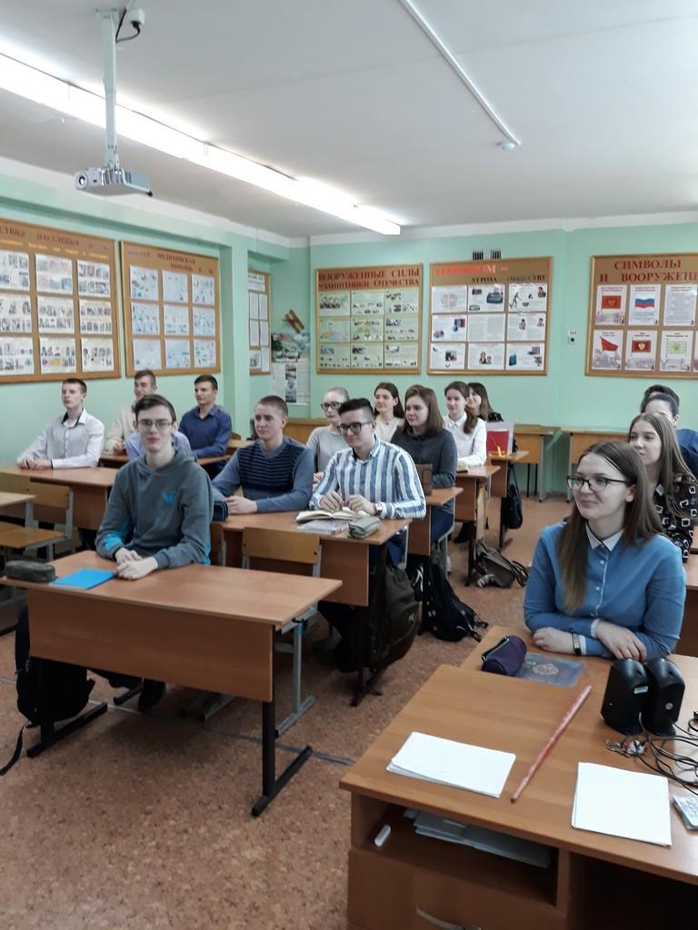 prosmotr-filmov-o-vydayushchemsya-russkom-polkovodtse-aleksandre-vasileviche-suvorove-obuchayushchimisya-9-11-klassov-sostoyalsya-v-tsentre-obrazovaniya-v-period-so-2-po-16-marta