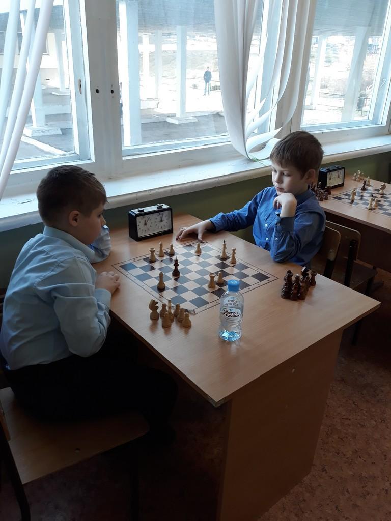 12-marta-startoval-shkolnyj-chempionat-po-shakhmatam-sredi-obuchayushchikhsya-1-4-klassov-tsentra-obrazovaniya