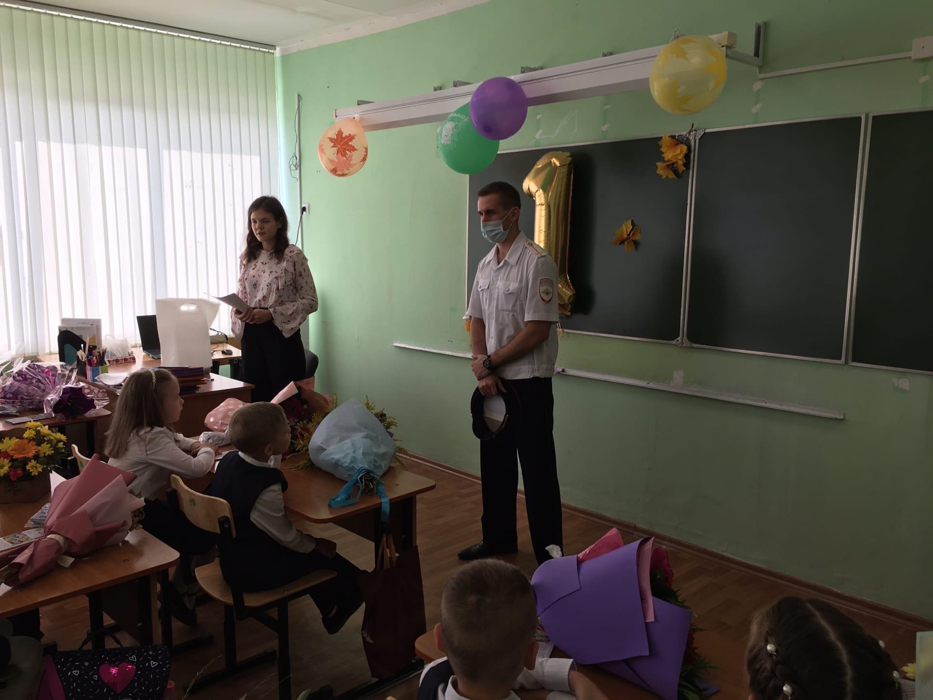 01-09-2021g-v-mbou-tso-21-sotrudnikami-ugibdd-rossii-po-tulskoj-oblasti-provedeny-uroki-bezopasnosti-dorozhnogo-dvizheniya-s-obuchayushchimisya-1-ykh-klassov
