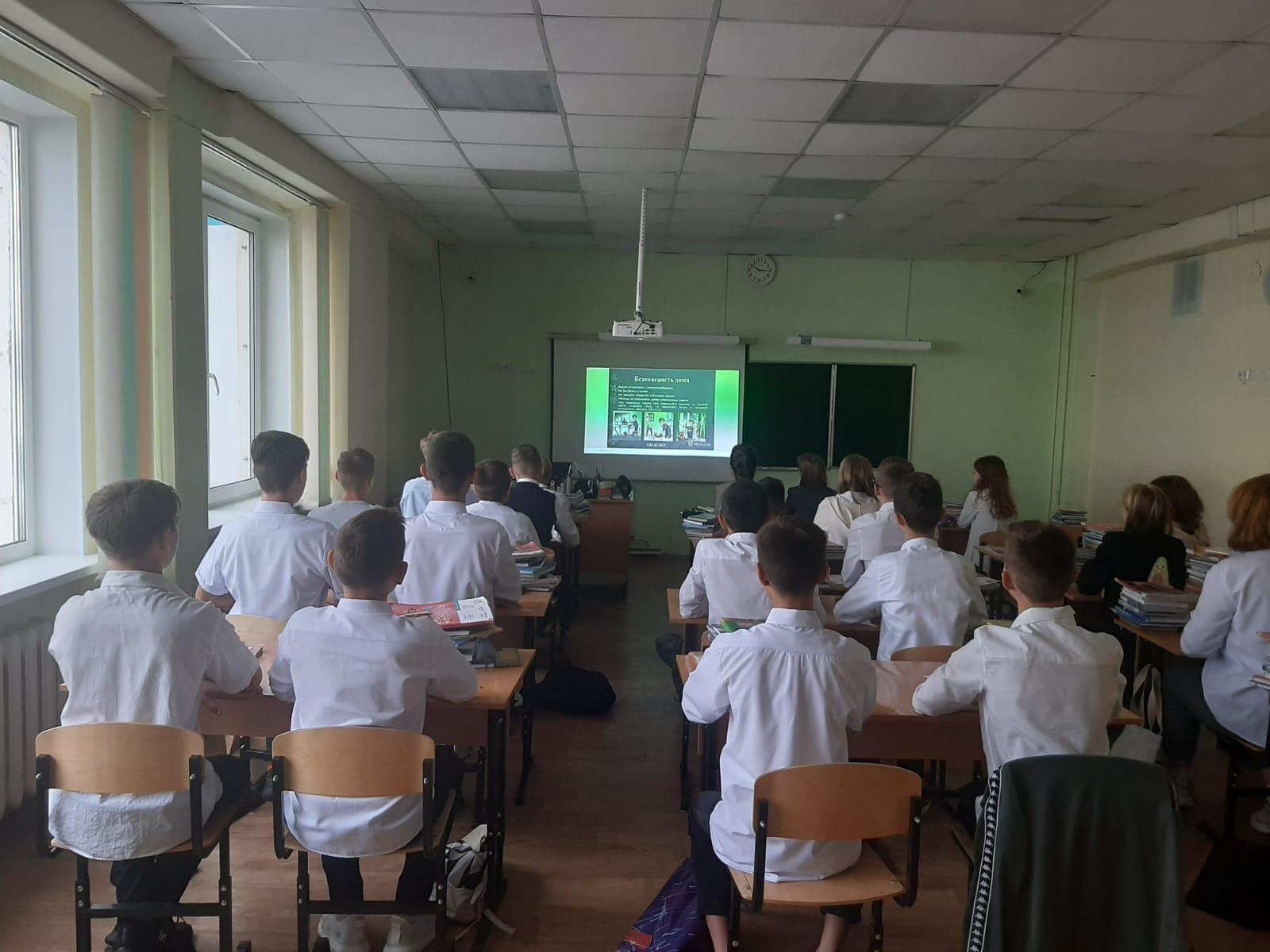 1-sentyabrya-obuchayushchiesya-1-11-klassov-tsentra-obrazovaniya-stali-uchastnikami-vserossijskogo-otkrytogo-uroka-sovremennaya-rossijskaya-nauka