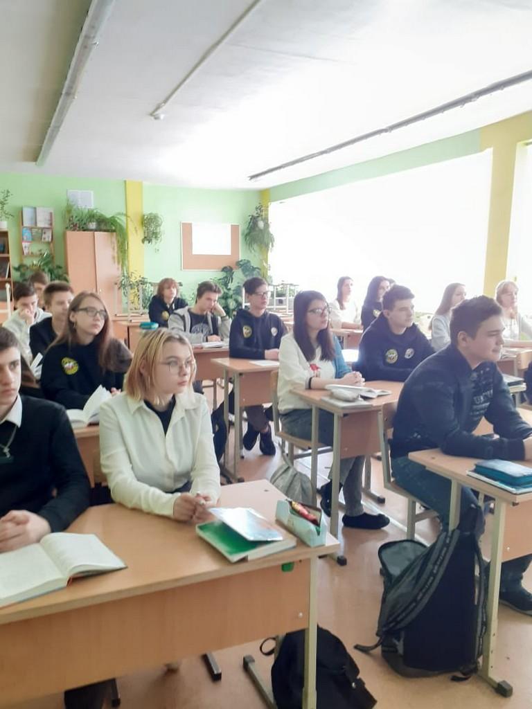 5-marta-obuchayushchiesya-starshikh-klassov-tsentra-obrazovaniya-stali-uchastnikami-pravovykh-videolektsij