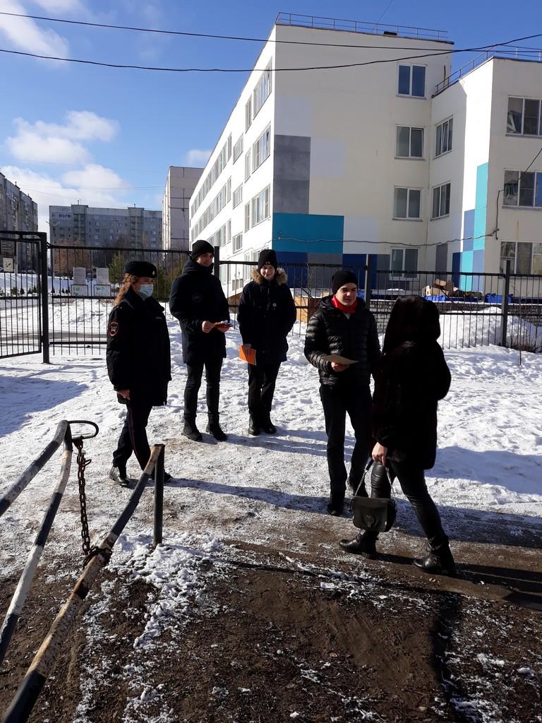 5-marta-aktsiya-pozdravlenie-zhenshchin-voditelej