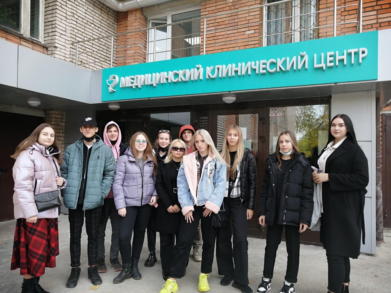 obuchayushchiesya-10a-klassa-posetili-meditsinskij-tsentr-tulgu