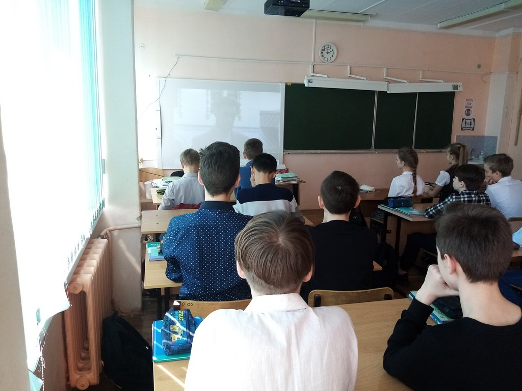 v-ramkakh-vserossijskogo-proekta-otkrytye-uroki-6v-klass-prinyal-uchastie-v-otkrytom-uroke-tvojo-nasledie