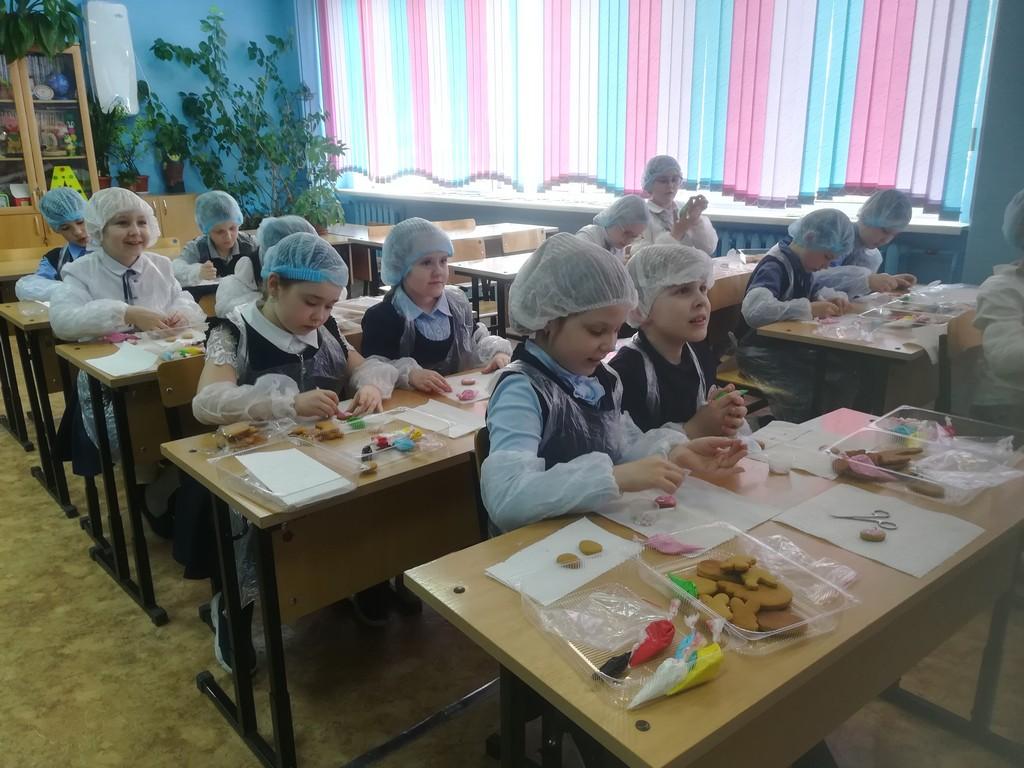 master-klass-po-rospisi-paskhalnykh-pryanikov